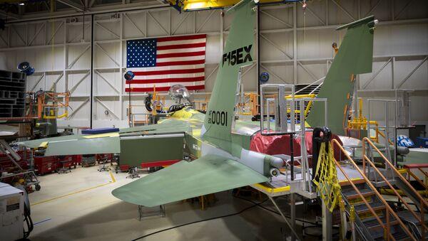 Zmodernizowany myśliwiec F-15EX w warsztacie - Sputnik Polska