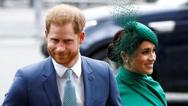 Książę Harry z żoną Meghan Markle w Londynie - Sputnik Polska