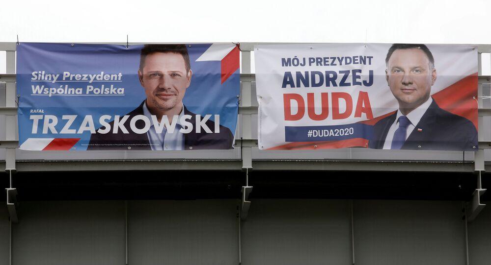 Andrzej Duda i Rafał Trzaskowski na plakatach wyborczych