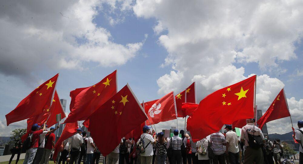 Zwolennicy Chin na wiecu w Hongkongu