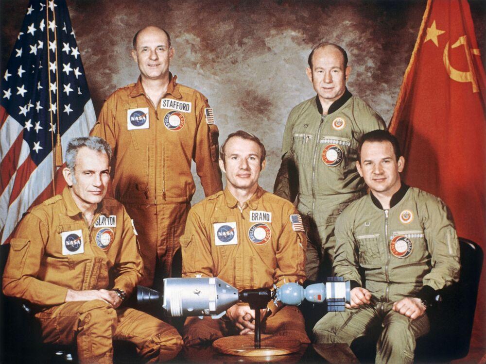 Załogi statków kosmicznych projektu pilotażowego Apollo - Sojuz