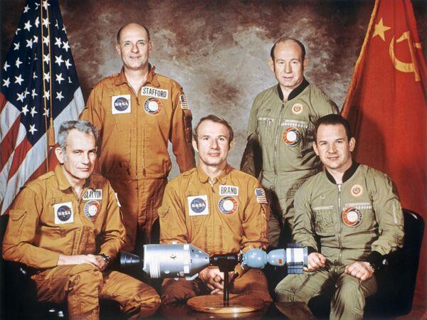 Załogi statków kosmicznych projektu pilotażowego Apollo - Sojuz - Sputnik Polska