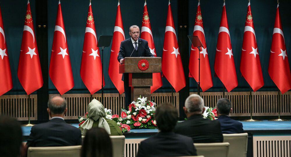 Prezydent Turcji Recep Tayyip Erdogan przemawia na forum gabinetu ministrów w Ankarze