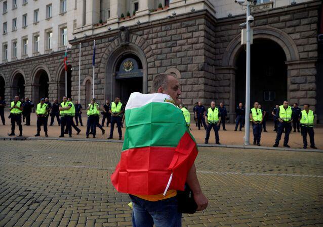 Uczestnik demonstracji antyrządowej w Sofii
