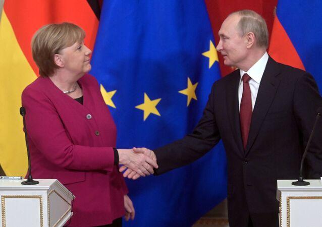 Kanclerz Niemiec Angela Merkel i prezydent Rosji Władimir Putin w czasie spotkania w Moskwie