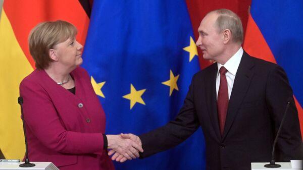 Kanclerz Niemiec Angela Merkel i prezydent Rosji Władimir Putin w czasie spotkania w Moskwie - Sputnik Polska