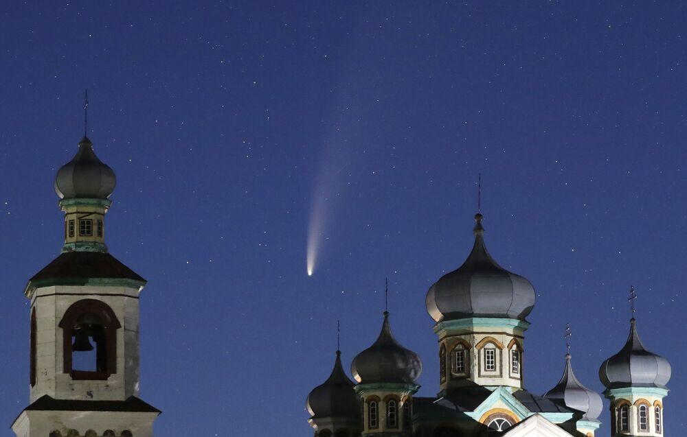 Kometa NEOWISE w niebie nad Białorusią