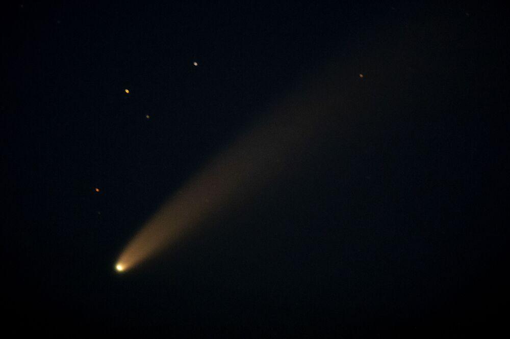 Kometa NEOWISE w kosmosie