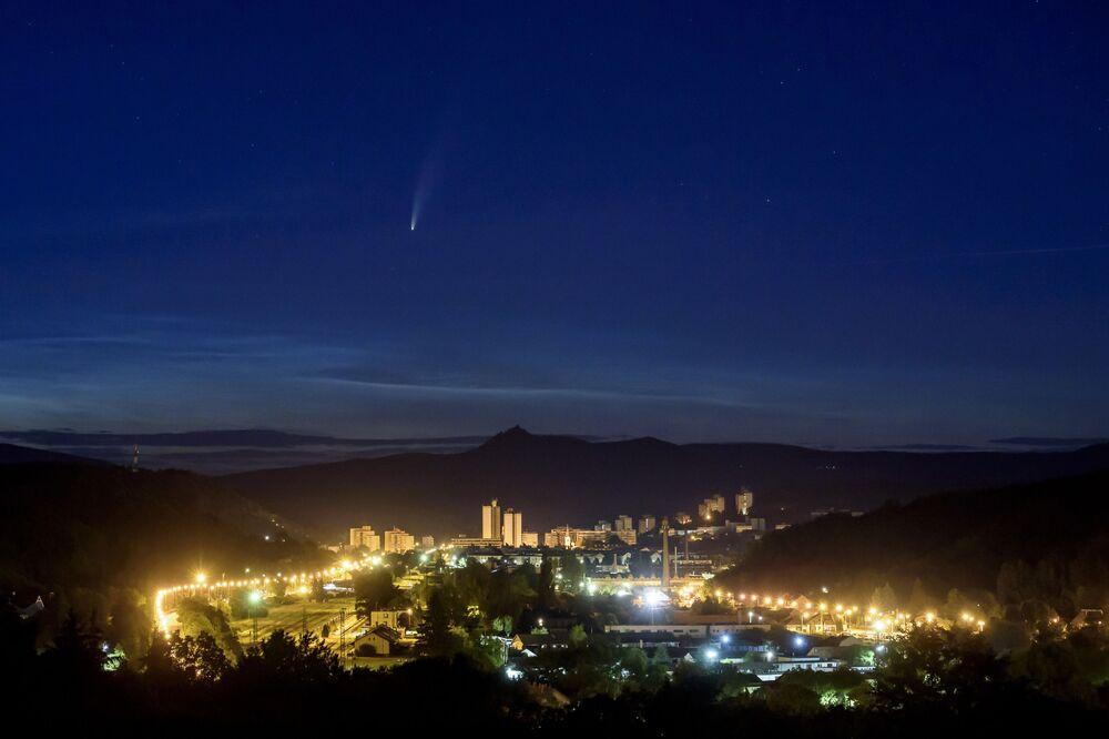 Kometa NEOWISE nad Węgrami