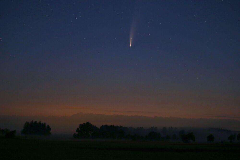 Kometa NEOWISE nad Niemcami