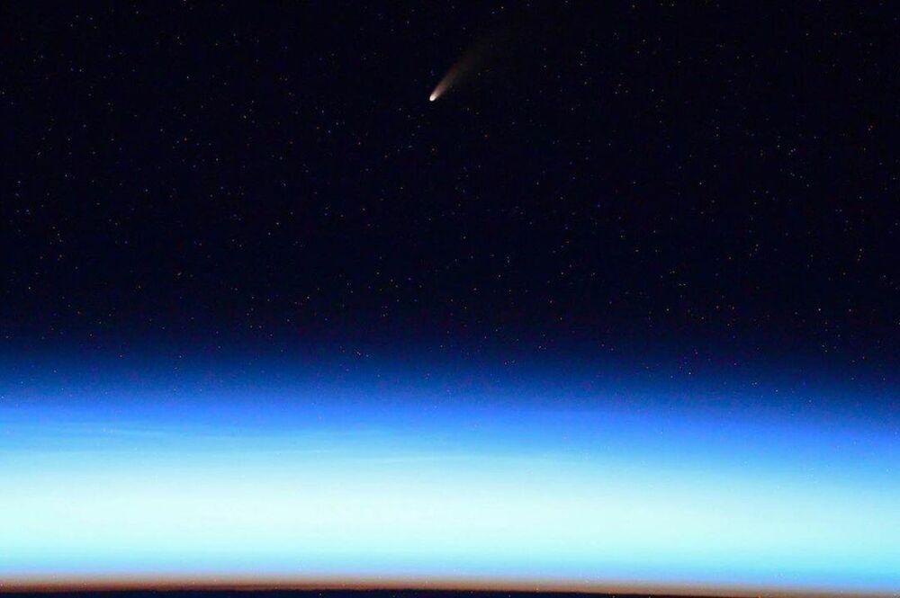 Kometa NEOWISE – zdjęcie zrobione z pokładu MSK