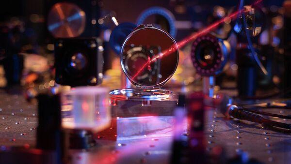 Najlżejsze lustro na świecie złożone z dwustu atomów - Sputnik Polska