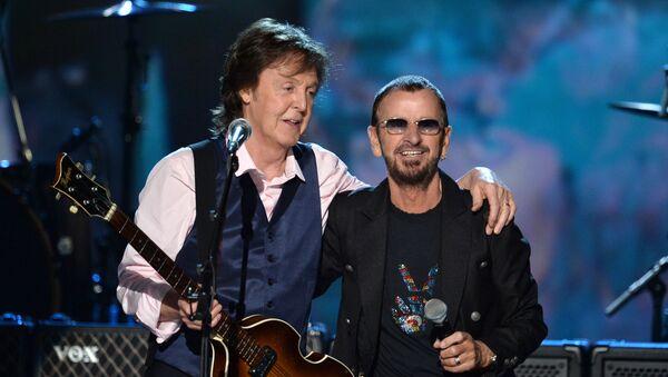 Paul McCartney i Ringo Starr podczas koncertu w Los Angeles, 2014 r. - Sputnik Polska