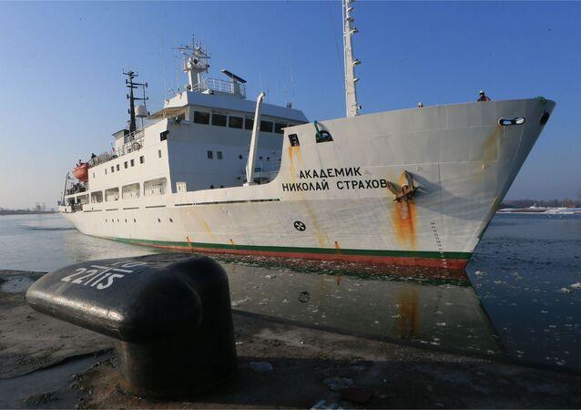 """Statek """"Akademik Nikołaj Strachow"""""""