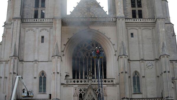 Pożar katedry w Nantes  na zachodzie Francji. - Sputnik Polska
