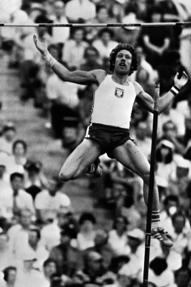Medalista olimpijski w skoku o tyczce z Moskwy z roku 1980 Władysław Kozakiewicz