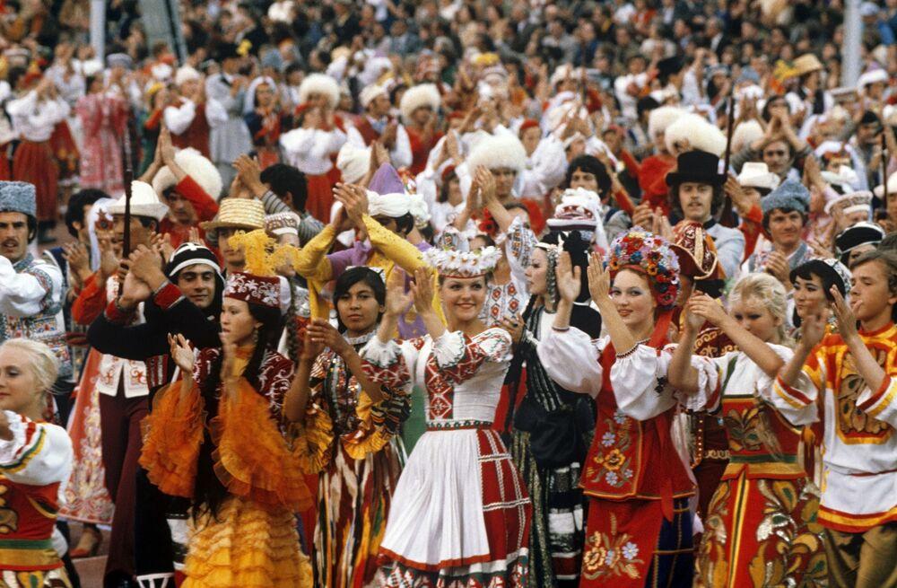 Przedstawiciele republik radzieckich na ceremonii otwarcia Olimpiady 80 w Moskwie
