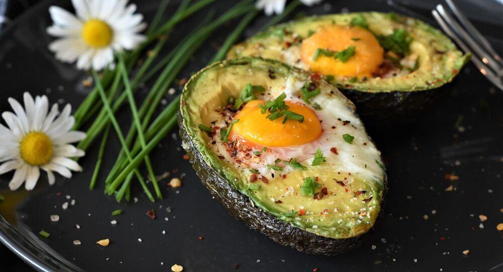 Jajko pieczone w awokado