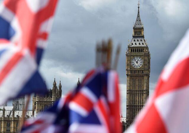 Flagi na tle Big Bena w Londynie