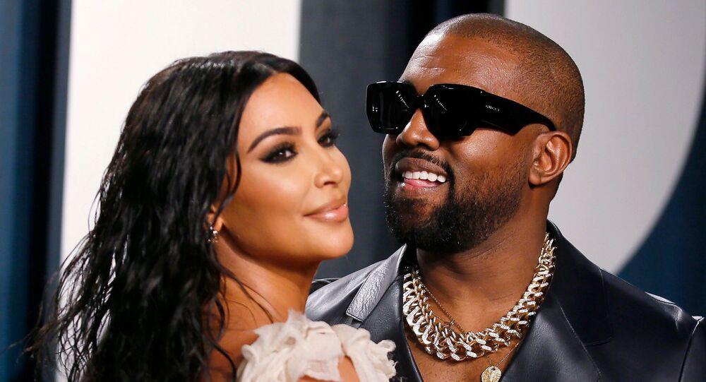 Raper Kanye West z żoną Kim Kardashian na Vanity Fair Oscar Parry w Beverly Hills