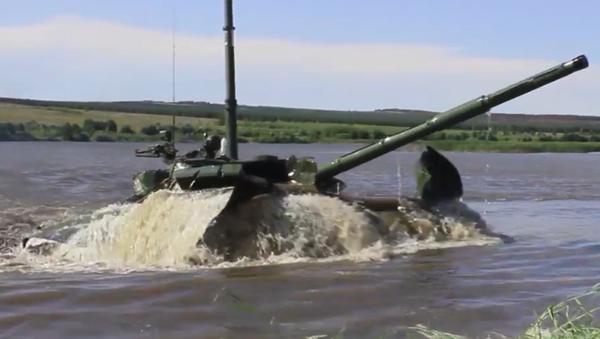 Jazda podwodna czołgami T-72B3  - Sputnik Polska