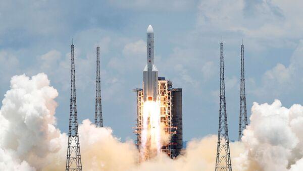 Chińska ciężka rakieta nośna Długi Marsz z pierwszą chińską sondą do eksploracji Marsa Tianwen 1 startuje z kosmodromu Wenchang - Sputnik Polska