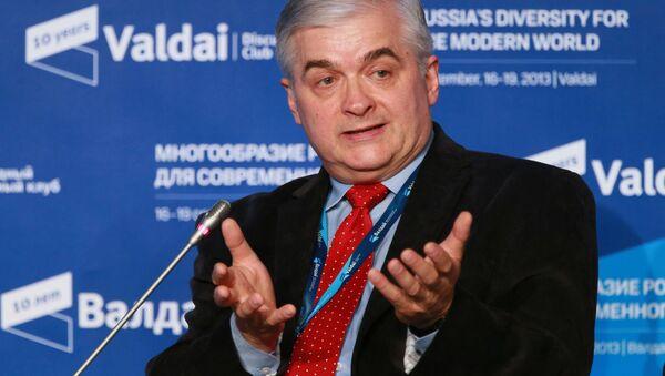 Włodzimierz Cimoszewicz podczas sesji Klubu Wałdaj - Sputnik Polska