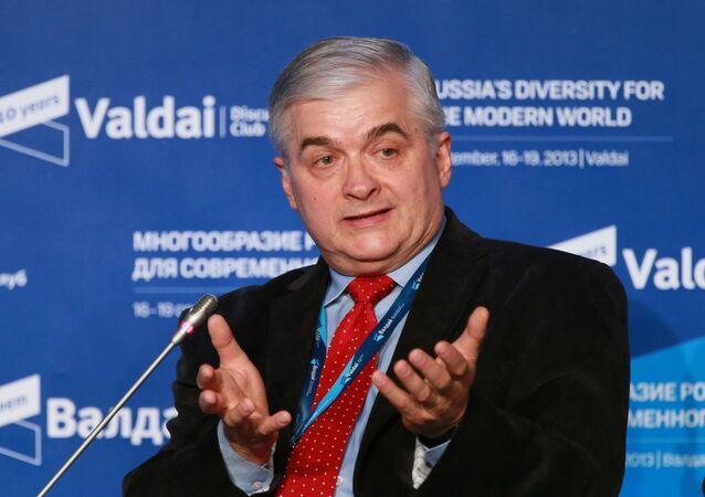 Włodzimierz Cimoszewicz podczas sesji Klubu Wałdaj