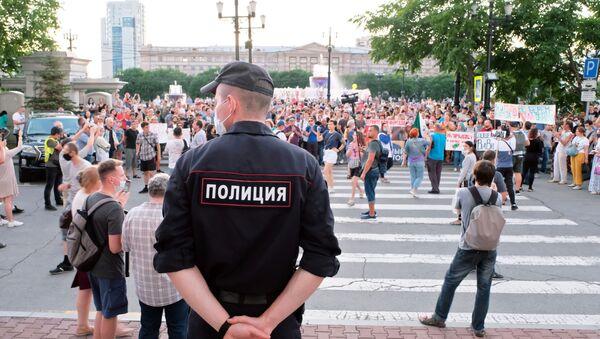 W Chabarowsku zakończyła się kolejna nielegalna akcja na rzecz poparcia aresztowanego byłego gubernatora kraju Siergieja Furgała - Sputnik Polska