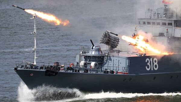 """Korweta przeznaczona do zwalczania okrętów podwodnych """"Aleksin"""" na paradzie z okazji Dnia Marynarki Wojennej Rosji w Bałtyjsku - Sputnik Polska"""