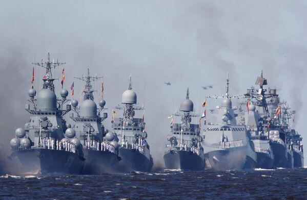 Okręty wojenne Marynarki Wojennej Rosji podczas parady morskiej z okazji Dnia Marynarki Wojennej Rosji w Kronsztadzie - Sputnik Polska