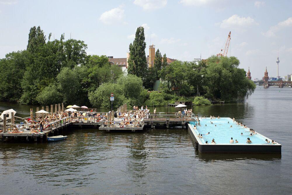 Basen pośród rzeki Sprewy, Berlin