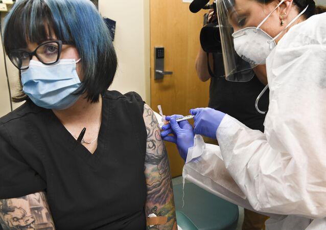 Testy szczepionki na COVID-19 w USA
