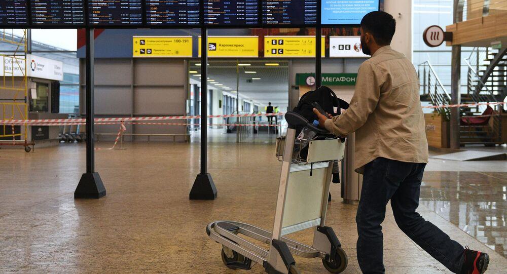 Pasażer na lotnisku w Szeremietiewie