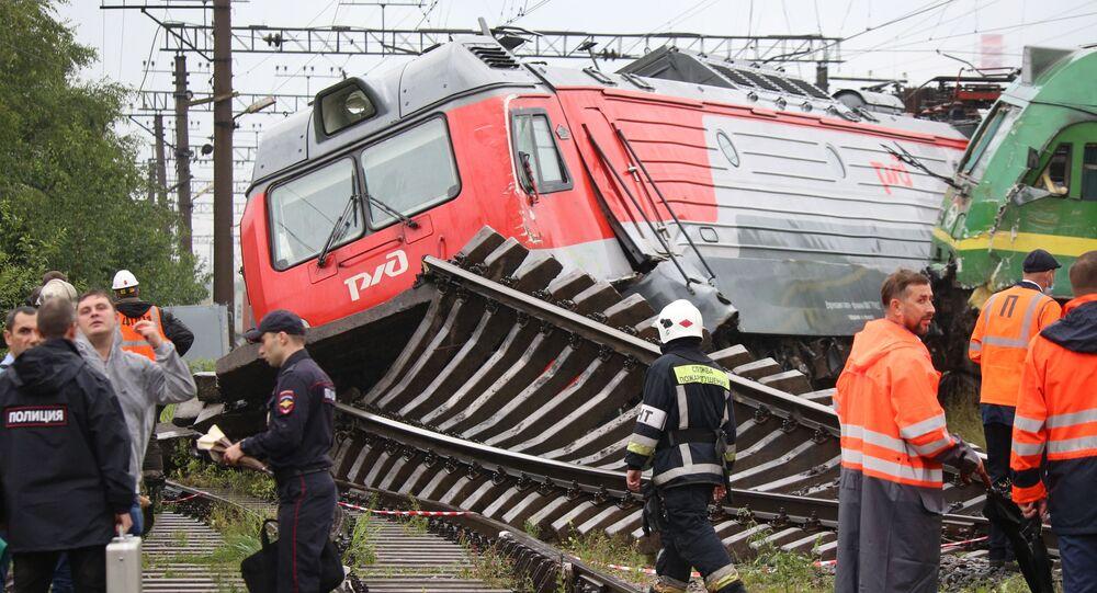 Lokomotywy, które wypadły z torów na stacji Kupczynskaja w Petersburgu
