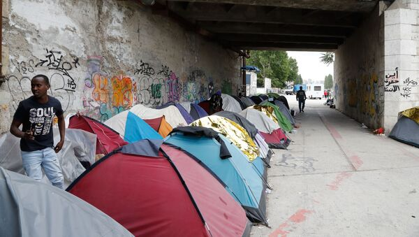 Obóz imigrantów na przedmieściach Paryża w Aubervilliers - Sputnik Polska