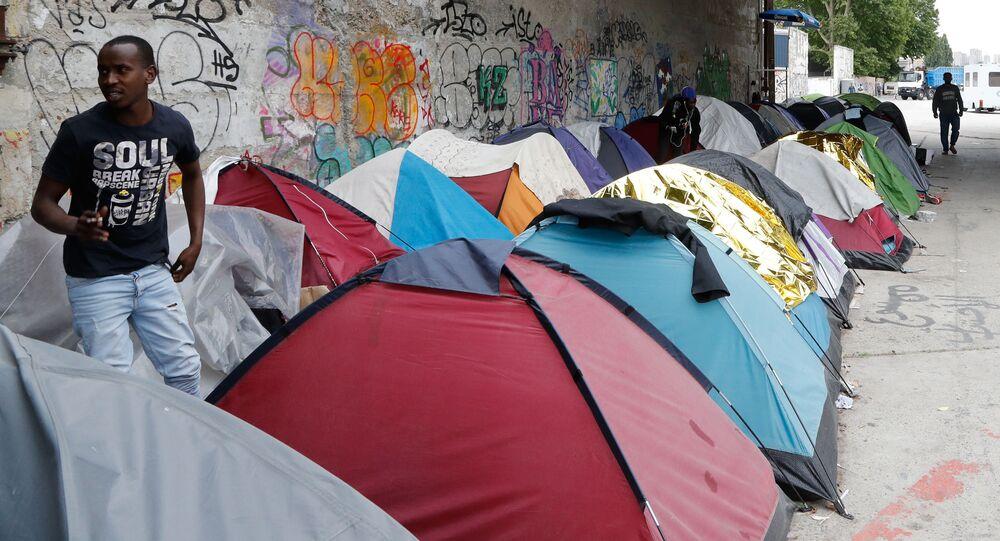 Obóz imigrantów na przedmieściach Paryża w Aubervilliers
