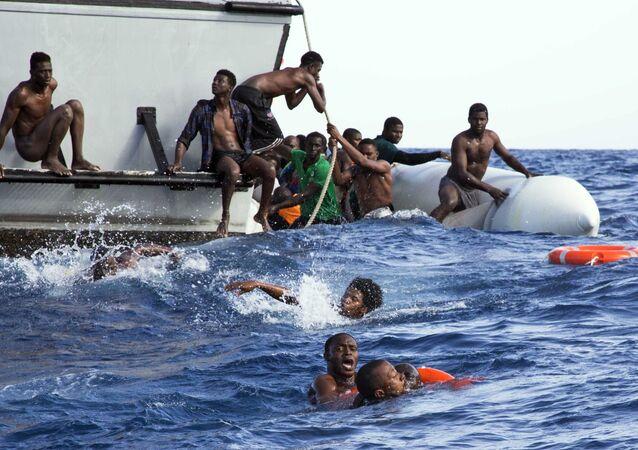 Operacja Libijskiej Straży Przybrzeżnej mająca na celu ratowanie imigrantów, których ponton zatonął na Morzu Śródziemnym