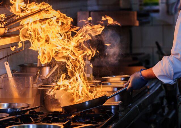 Przygotowywanie jedzenia na otwartym ogniu