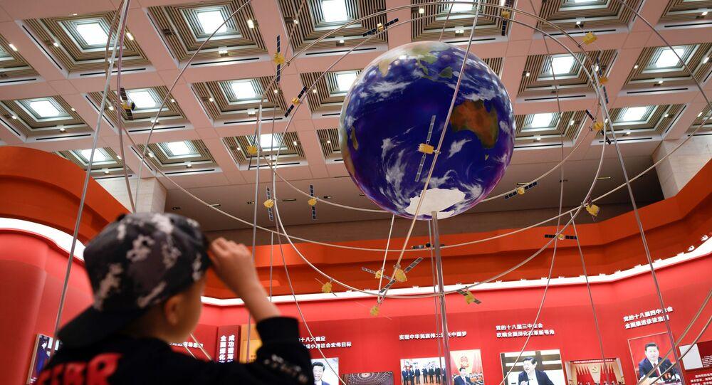 Makieta systemu nawigacji satelitarnej BeiDou na wystawie z okazji 40. rocznicy chińskiej reformy w Muzeum Narodowym Chin w Pekinie