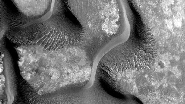 Pofalowana powierzchnia Marsa - Sputnik Polska