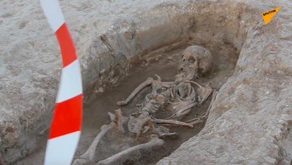 W Hiszpanii na miejscu prac drogowych odkryto starożytną nekropolię  - Sputnik Polska