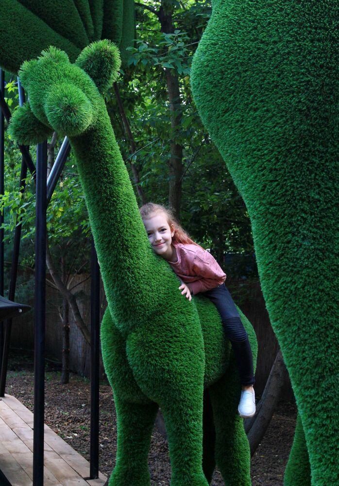Dekoracyjne figury w fantastycznej przestrzeni Aiva w Bajkowym Parku