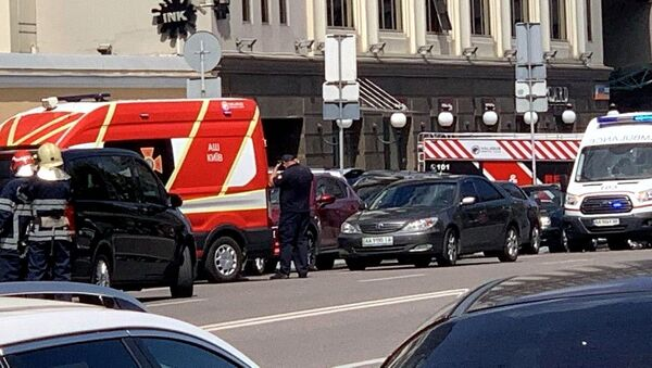 """Pojazdy służb ratowniczych pod budynkiem centrum biznesowego """"Leonardo"""" w Kijowie - Sputnik Polska"""