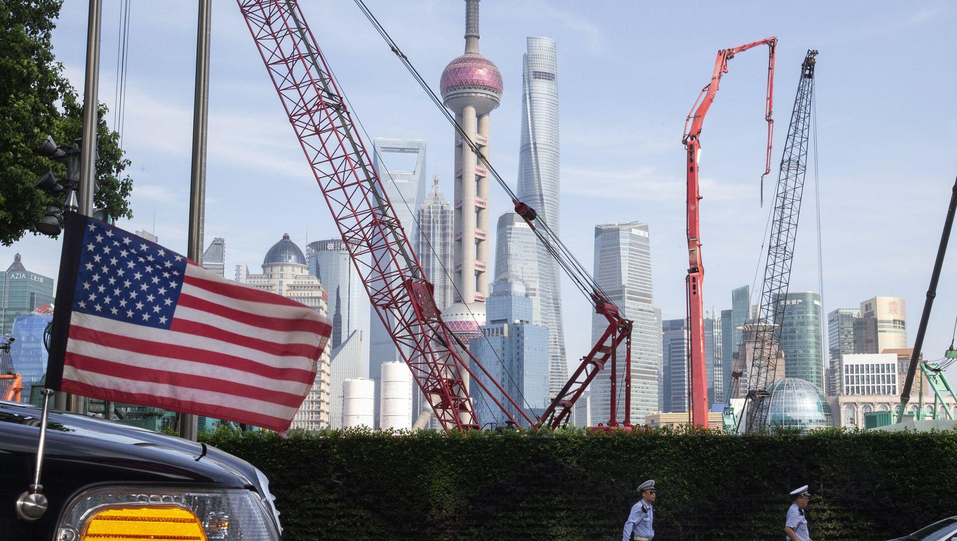Flaga USA w pobliżu hotelu w Szanghaju w Chinach - Sputnik Polska, 1920, 18.04.2021
