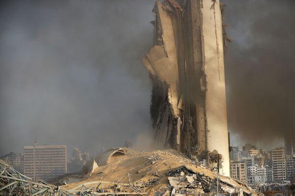 Zniszczony magazyn paliwa po wybuchu w Bejrucie  - Sputnik Polska