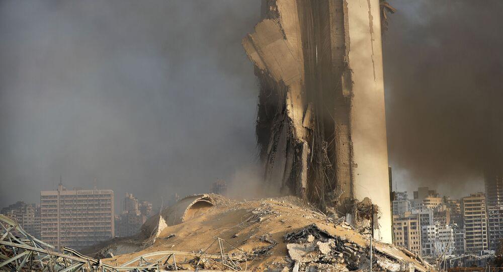 Zniszczony magazyn paliwa po wybuchu w Bejrucie