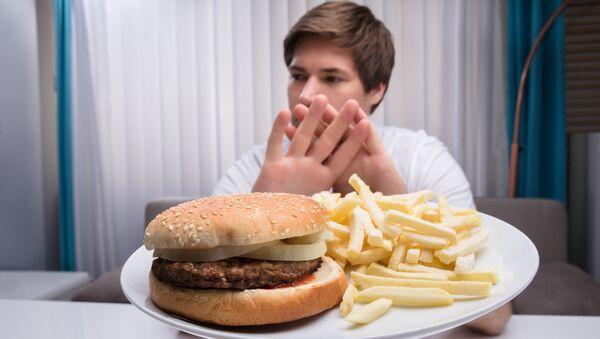 Amerykańscy naukowcy odkryli, że specjalna dieta 5:2 zmniejsza ryzyko impotencji.  - Sputnik Polska