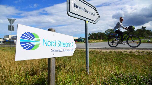 Drogowskaz przy punkcie wyjścia Nord Stream 2 w Lubminie - Sputnik Polska