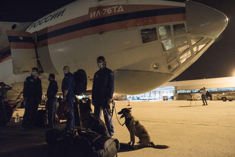 Samolot Ministerstwa Sytuacji Nadzwyczajnych Rosji z pomocą i specjalistami w Bejrucie